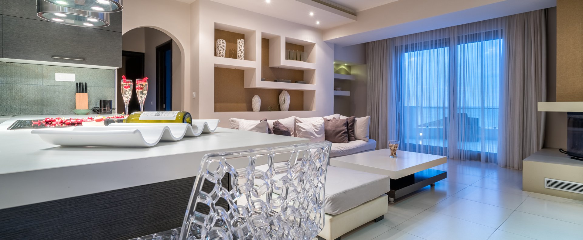 The sitting room and cozy fireplace of Kymothoe Elite Suites in Zakynthos